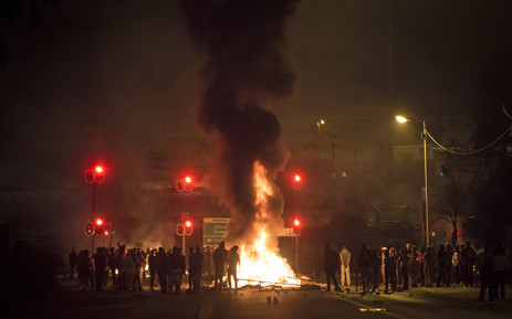 FILE: Protesters set fire to bins, tyres and debris, barricading Khoza and Maunde Streets in Atteridgeville. Picture: Thomas Holder/EWN.
