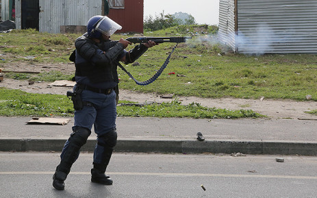 Police fire rubber bullets at residents of an informal settlement in Philippi. Picture: Thomas Holder/EWN