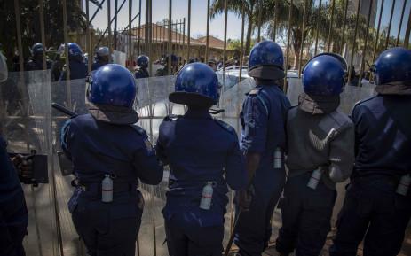 FILE: Zimbabwe riot police. Picture: Thomas Holder/EWN