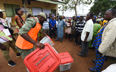 A Nigerian election official displays an empty ballot box to voters during the Osun State governorship election in Ede, southwest of Nigeria, on 22 September 2018. Picture: AFP.