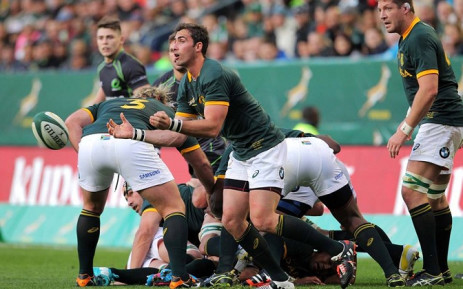 Springbok scrumhalf Ruan Pienaar sends the ball down the line against the World XV at Newlands on 7 June, 2014. Picture: Facebook.com