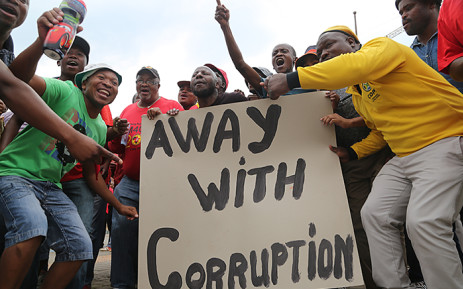 FILE: Hundreds of Numsa members and other parties sang and danced through the streets of Johannesburg's CBD as part of an anti-corruption march on 14 October 2015. Picture: Reinart Toerien/EWN