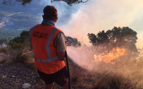 FILE: A firefighter pictured at the scene of a fire that broke out near Du Toitskloof Pass. Picture: Kevin Brandt/EWN.