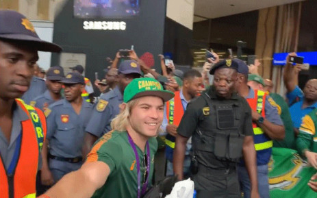 Springbok scrumhalf Faf de Klerk arrived at the OR Tambo International Aiport, along with other teammates, on 5 November 2019 after their victory at the Rugby World Cup. Picture: EWN