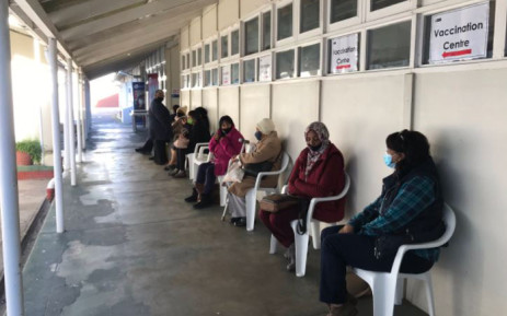 FILE: Vaccine recipients queue at Karl Bremer Hospital's vaccination site in Cape Town on 17 May 2021. Picture: Kevin Brandt/Eyewitness News