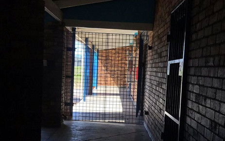 A corridor fenced off at Bergville Primary School in Cape Town. Picture: Kaylynn Palm/EWN.