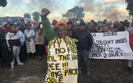 FILE: Residents of the Siqalo informal settlement in Mitchells Plain protest for better living conditions on 2 May 2018. Picture: EWN.