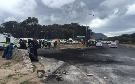 FILE. The community is now up in arms following the arrest of a further five men this morning for public violence. Picture: Monique Mortlock/EWN.