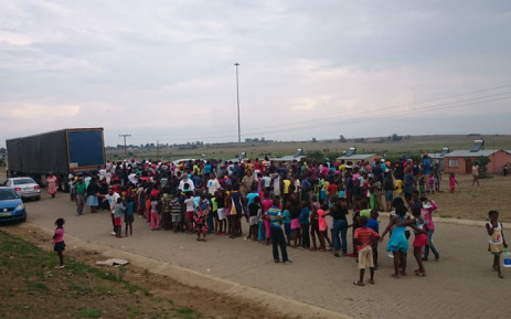 Residents of Steynsrus, Free State queue to collect water from the Operation Hydrate team on 23 January 2016. Picture: Abed Ahmed/EWN.