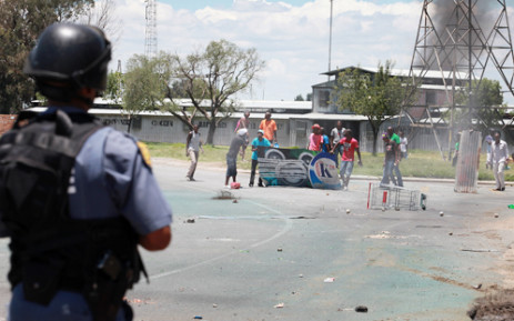Protesters in Zamdela township in Sasolburg had a stand-off with the police on Tuesday 22 January 2013. Picture: Sebabatso Mosamo/EWN