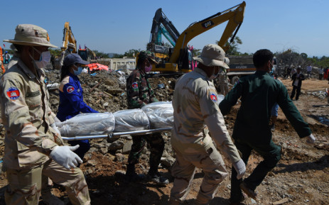 Rescue personnel carry a body from the site where an under-construction building collapsed on January 3, in southern Cambodia's coastal Kep province on January 5, 2020. Picture: AFP.