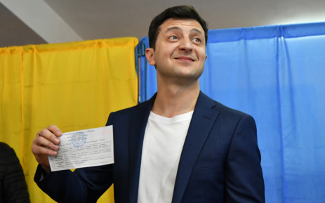 Comedian and presidential candidate Volodymyr Zelensky shows his ballot to the media at a polling station during the second round of Ukraine's presidential election in Kiev on 21 April 2019. Picture: AFP.
