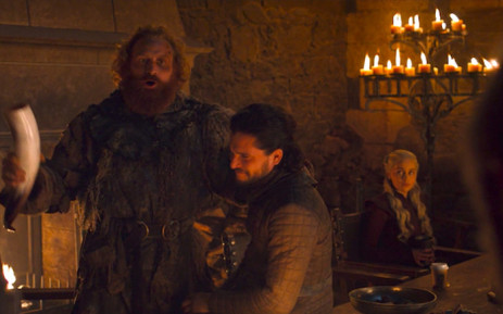 A screenshot of the 'Game of Thrones' episode in which a Starbucks paper cup with plastic cover appeared on a table in front of the character of Daenerys Targaryen.