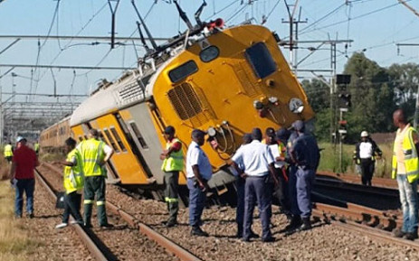 A train derailed near Elandsfontein station en route from Pretoria to Johanneburg. Picture: @MedixGauteng via Twitter.