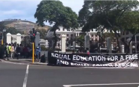 A video screengrab of Western Cape pupils and Equal Education activists outside Parliament. Picture: Lindsay Dertlinger/EWN