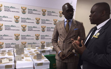 Minister of Home Affairs Malusi Gigaba (L) visited departmental branches in Cape Town today to assess the backlog. Picture: Natalie Malgas/EWN.