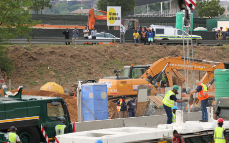 FILE. A Murray Roberts sign is seen at the scene where a temporary pedestrian bridge collapsed on the M1 in Sandton. Picture: Christa Eybers/EWN.