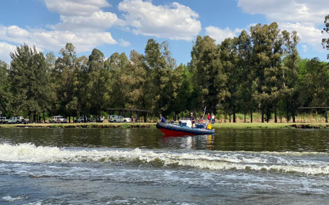 The police's water wing conduct a search and rescue operation on 18 October 2020 for the missing passengers of a boat that capsized in the Vaal River Spider Valley on 17 October 2020. Picture: Supplied