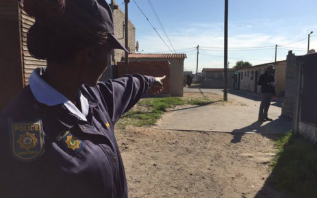 file: Officer Jacqueline Ruka pointing to where a 17-year old was shot and wounded in Delft. Monique Mortlock/EWN.