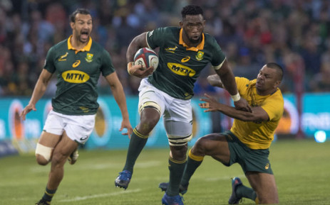 Siya Kolisi (centre) shakes off the tackle of Wallabies opponent Kurtley Beale. Picture: @Springboks/Twitter