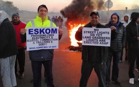 Johannesburg south residents protest over illegal land invasions on 19 July 2019. Picture: @EWNTraffic/Twitter