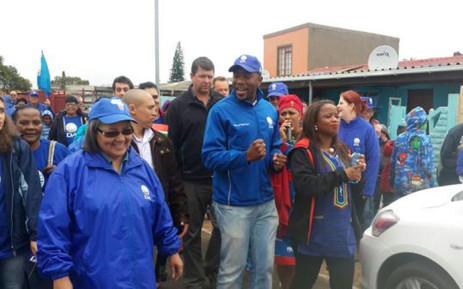 Patricia de Lille (L), Mmusi Maimane (C) and Phumzile van Damme (R) walk through the streets of Bishop Lavis. Picture: Democratic Alliance @Our_DA.