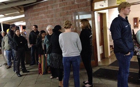 Scores of people queue up to cast their votes at Westerford High School in Rondebosch in Cape Town. Picture: Carmel Loggenberg/EWN.