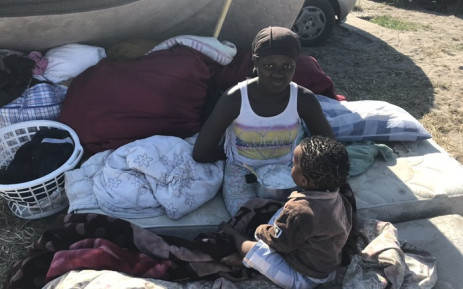 This 16-year-old girl feeds her 2-year-old brother porridge from a pot. This all they have left following the blaze that destroyed over 500 homes in Overcome Heights on Thursday (25 October 2018) night. Picture: Lauren Isaacs/EWN