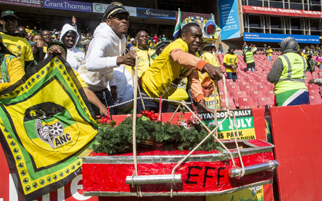 ANC members hold up a make-shift EFF coffin to show their dismay with one of the country's opposition parties at the Siyanqoba rally in Johannesburg on 31 July 2016. Picture: Reinart Toerien/EWN