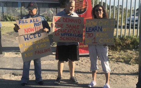 A group of parents gather in front of the Bergville Primary School in Bishop Lavis on 9 January 2019. They're upset about a lack of educators, among other grievances. Picture: Shamiela Fisher/EWN