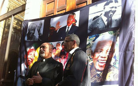 """Cosatu put up a """"Wall of Honour"""" for Madiba at St George's Cathedral for Mandela Day. Picture: Graeme Raubenheimer/EWN"""