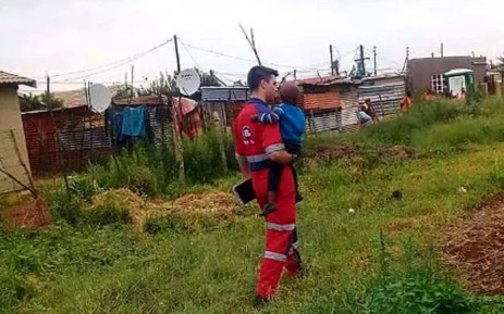 An ER24 paramedic attends to a three-year-old boy who was found in an abandoned car at the Thulamntwana informal settlement after his father was allegedly hijacked in the Randfontein area. Picture: ER24/Twitter.