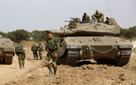 FILE: Israeli soldiers stand guard with their tank along the border between Israel and the Gaza Strip near the southern Israeli Kibbutz of Nahal Oz on 4 May, 2016. Picture: AFP.