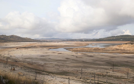 FILE: A shallow stream of water runs through the Theewaterskloof Dam. Picture: Bertram Malgas/EWN