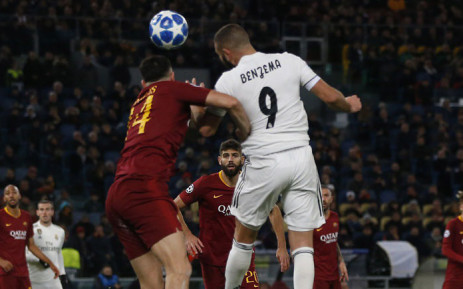 Real Madrid's Karim Benzema wins the ball against his Roma opponent during their Uefa Champions League clash in Rome on 27 November 2018. Picture: @realmadriden/Twitter