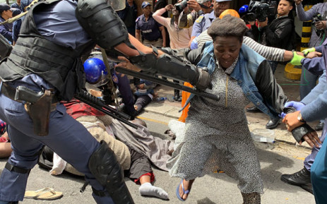 FILE: Police removed foreign nationals who were camping outside the UN Refugee Agency on 30 October 2019. They asked the UN for help to leave South Africa. Picture: Kaylynn Palm/EWN