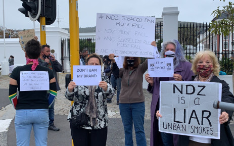 In Cape Town, a group of smokers have gathered at the gates of Parliament to protest against the ban on cigarette sales. Picture: Kaylynn Palm/EWN