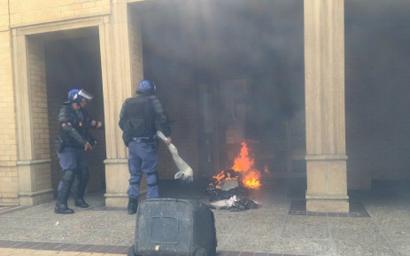The atmosphere is tense at CPUT's Bellville campus, where protesting students have converged on the main administration building. Picture: Monique Mortlock/EWN.