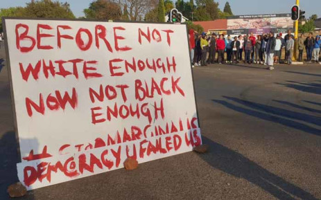 A placard blocks one of the roads in Ennerdale during a protest on 5 October 2018. Picture: Louise McAuliffe/EWN