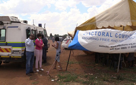 """Seven out of twelve registration stations have been closed in Bekkersdal following clashes between community members and the police. Picture: Vumani Mkhize/EWN"""""""