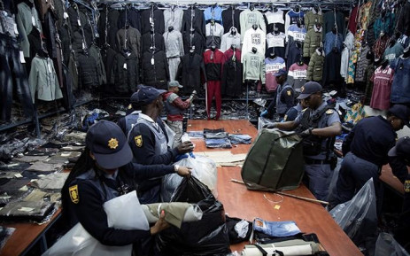 Members of the South African Police Services raid one of the shops in Johannesburg  CDB on 6 August 2019. Picture: Sethembiso Zulu/EWN