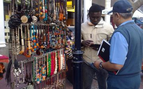 FILE: An informal trader speaks to a policeman. Picture: Giovanna Gerbi/Eyewitness News