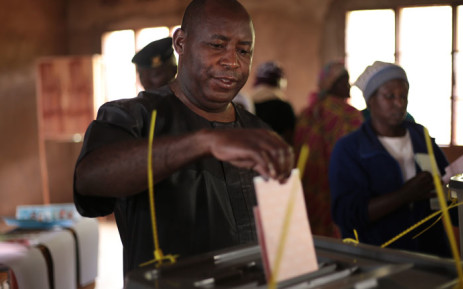Evariste Ndayishimiye, Burundi's presidential candidate of the ruling party the National Council for the Defense of Democracy - Forces for the Defense of Democracy (CNDD-FDD), casts his ballot during the presidential and general elections at the Bubu Primary school in Giheta, central Burundi, on 20 May 2020. Picture: AFP