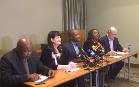 DA leader Mmusi Maimane (centre) leading a presser with coalition partners to unpack the recently passed budgets in Johannesburg, Tshwane and Nelson Mandela Bay. Picture: @Our_DA/Twitter.