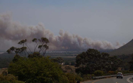 Several fires were raging in Franskraal, Karwyderskraal and Betty's Bay on 11 January 2018 where an inferno was moving down the mountain towards the road. Picture: @MedicCazUp/Twitter