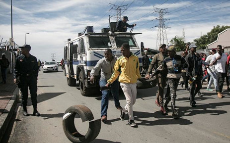 Protesting Alexandra residents on 8 April 2019 carry tyres as they make their way to the City of Johannesburg's local municipal offices. Picture: Sethembiso Zulu/EWN