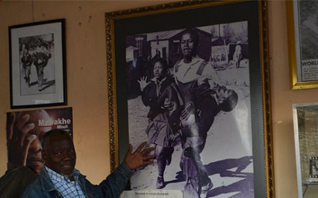 Photographer Sam Nzima with an image of the iconic Hector Pieterson picture he took in 1976. Picture: EWN