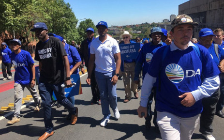 Democratic Alliance leader Mmusi Maimane (in white tee shirt) leads a march to the Johannesburg City Council office in Braamfontein on 30 November 2017 in support of Mayor Herman Mashaba. Picture: Mia Lindeque/EWN
