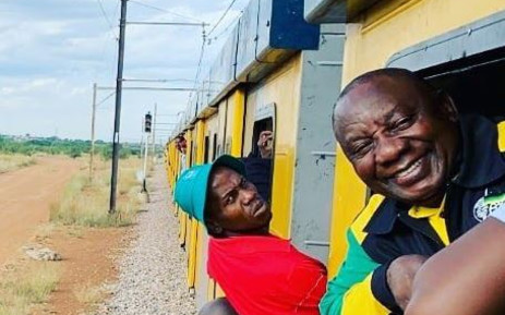 President Cyril Ramaphosa on a Metrorail train. Picture:  EWN.