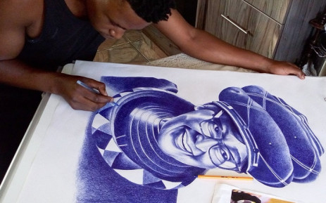 An artist, who says he has spent almost 50 hours on this piece, add final touches. Picture: @ennockmartZA/Twitter